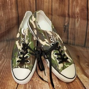 Converse Low Top Camoflaouge Shoes Mult Sizes